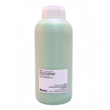 "Кондиционер ""Davines Essential Haircare MELY Anti-breakage shine conditioner with apricot butter"" 1000мл для длинных или поврежденных волос"